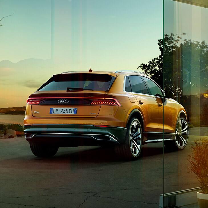Vista posteriore Audi Q8